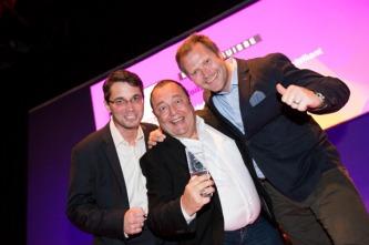 Wir haben den Digital Communication Award 2014 gewonnen. Mit Mazda Voilà ma Suisse. Im Bild: Olaf Grewe, Remi Fabrikant (JWT Fabrikant) und Matthias Walker (Mazda Schweiz)