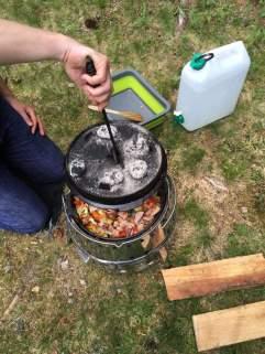Petromax Atago und Feuertopf im Einsatz.