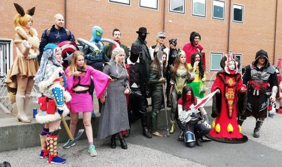 Gruppenbild mit Elfe